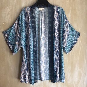 Tops - Medium woman's kimono blue embroidered trim